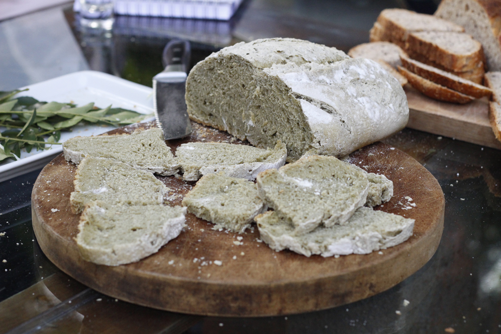 Pão de Fermentação Natural de Taioba — a PANC símbolo da Cia. Imagem: Ana Sachs