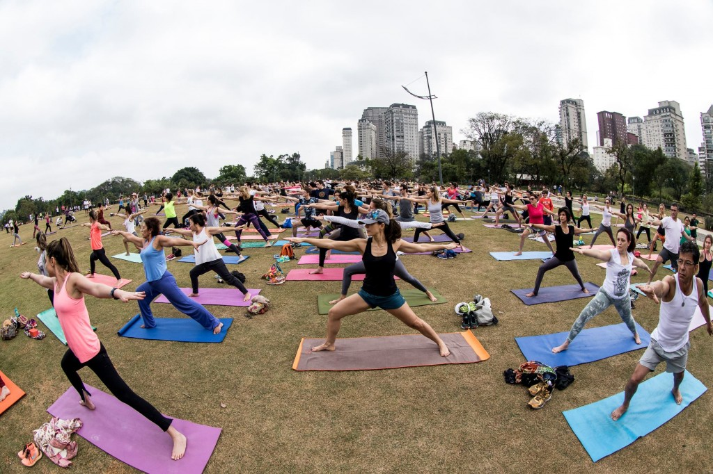 Una Yoga no Parque do Povo